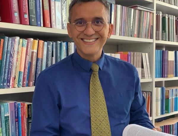 Escritor piauiense lança livro que ajuda pessoas a enfrentarem consequências psicológicas da Covid-19
